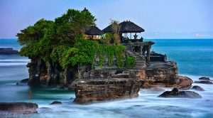 CROWDED-BALI-TOURIST-AREAS-NEED-RESTRUCTURING
